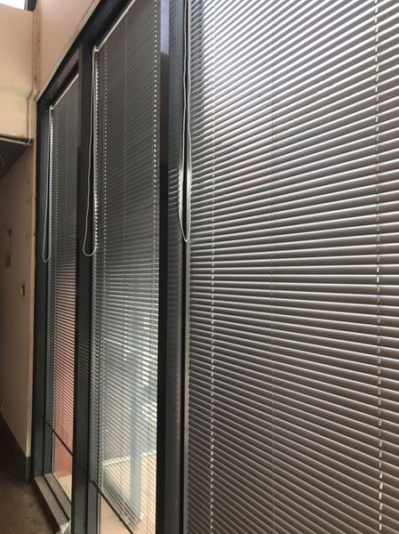 Nos stores vénitiens aluminiums non-feu chez Techno Info Com