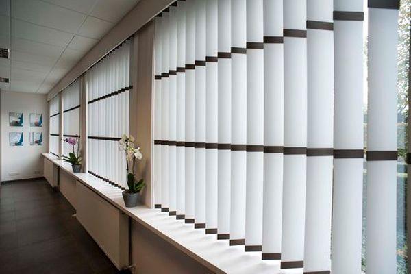 Quels stores et rideaux choisir pour aménager des bureaux ?