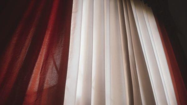 Tout savoir sur les tissus pare-soleil, occultant et voilage de nos rideaux M1 ?